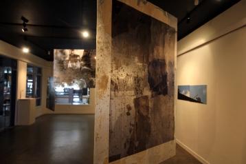 Permanência Fotografias impressas em adesivo e resquícios de parede do Cine Plaza Dimensão variável 2011